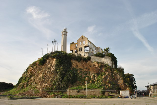 The cliff below the Warden's house in 2008. Photo by Owen Shui